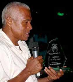 Victor Bravo, poeta homenajeado en el VI Festival de Poesía Alternativa, Riohacha 2010.